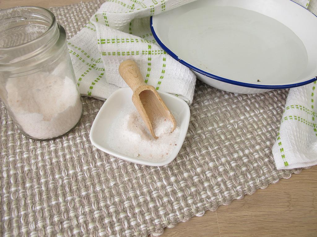 Wasserdampf-Inhalation als Hausmittel in der Hausstaubmilbenallergie-Therapie.